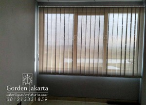vertical-blind-solar-screen-beige-white