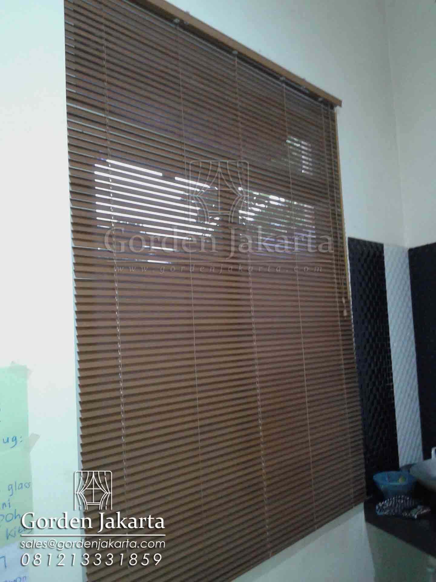 venetian blinds dengan pembuatan custom
