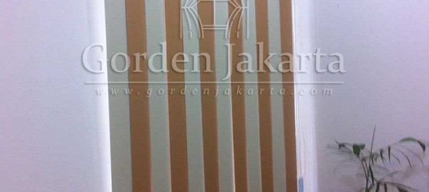 Jual Vertical Blinds Kombinasi Warna Brown dengan Cream Q2992
