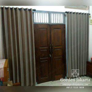 Tirai jendela pintu ruang tamu minimalis project di Tanjung Barat id4075