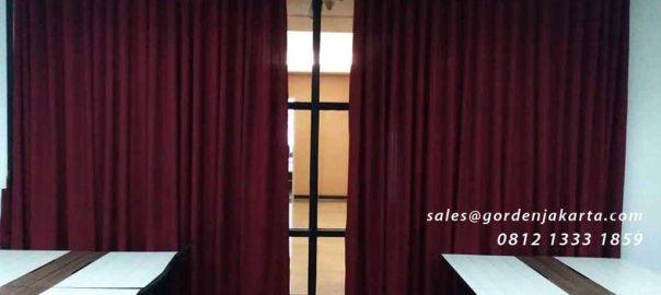 contoh gorden ruang pertemuan model minimalis merah maroon di Sudirman id4193