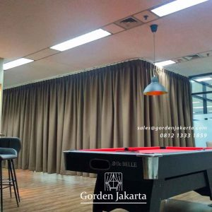 contoh gorden model lengkung minimalis semi blackout di Sudirman id4193