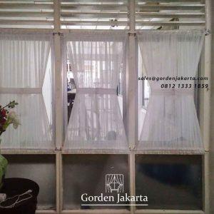 contoh gorden jendela kupu-kupu warna putih pasang di Tanah Abang id4316