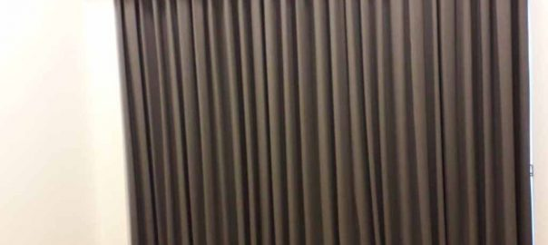 contoh gorden jendela apartemen minimalis warna grey id4801