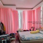 Gorden kamar tidur warna pink model minimalis ID5389