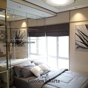 Roman shade semi blackout warna beige kamar tidur Id5321